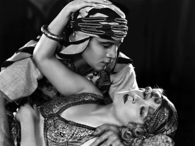 The Son of the Sheik De George Fitzmaurice Avec Vilma Banky, Rudolph Valentino, 1926 Photo