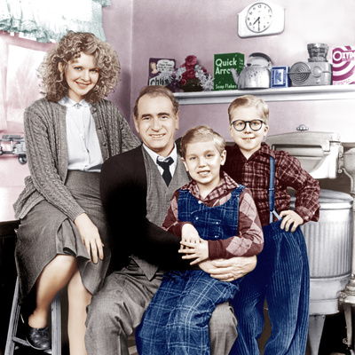A CHRISTMAS STORY, from left: Melinda Dillon, Darren McGavin, Ian Petrella, Peter Billingsley, 1983 Photo