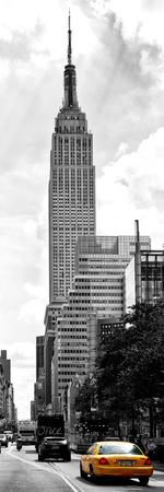 Urban Scene, Yellow Cab and Empire State Buildings View, Midtown Manhattan, NYC Fotografie-Druck von Philippe Hugonnard