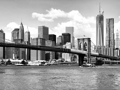 Skyline of NYC with One World Trade Center and East River, Manhattan and Brooklyn Bridge Fotografie-Druck von Philippe Hugonnard