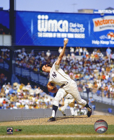 Sparky Lyle - Pitching Action Photo