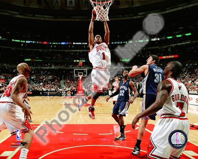 Chicago Bulls - Derrick Rose slam dunk Photo