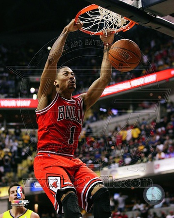 Basketball NBA pic Chicago Bulls - Derrick Rose dunking Photo