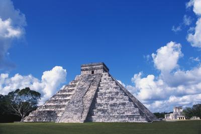 El Castillo, Chichen Itza, Yucatan, Mexico Photographic Print by Ken Gillham
