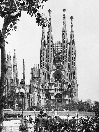 The Cathedral of the Sagrada Familia in Barcelona, 1939 Fotoprint