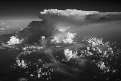 Clouds in Black and White Lámina fotográfica por Art Wolfe