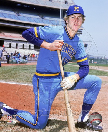 Milwaukee Brewers Robin Yount - Posed Kneeling Photo