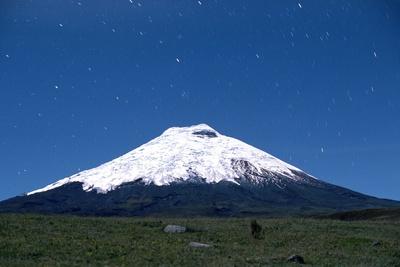 Stars over Cotopaxi Volcano Fotografie-Druck von Roger Ressmeyer