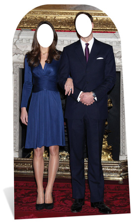 Will and Kate Stand In Papfigurer