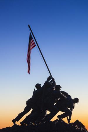 Usa, Virginia, Arlington, Us Marine and Iwo Jima Memorial, Dawn Fotografie-Druck von Walter Bibikow