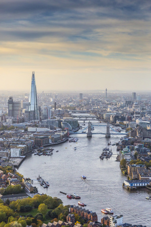 Aerial View from Helicopter, the Shard, River Thames and the City of London, London, England Fotoprint av Jon Arnold