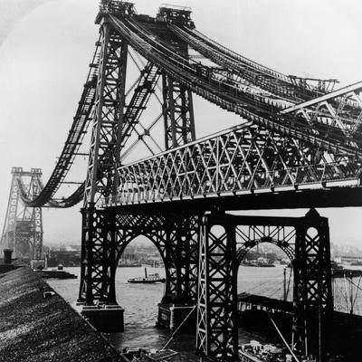 Williamsburg Bridge under Construction Photographic Print by Hulton Archive