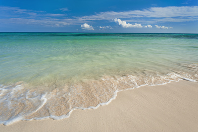 Mexico, Yucatan, Sandy Beach and Turquoise Sea Photographic Print by Tetra Images