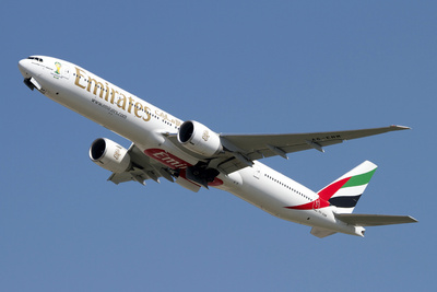 An Emirates Boeing 777-200 Airliner Fotoprint