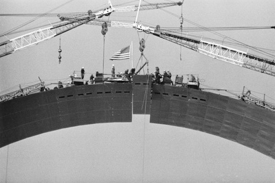 Placing Keystone into Gateway Arch in St. Louis Photographic Print