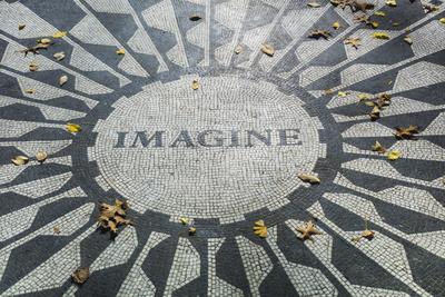 USA, New York, City, Central Park, John Lennon Memorial, Imagine Fotografie-Druck von Walter Bibikow