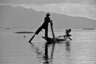 Fishermen on Lake Inle (Myanmar) Photographic Print by Flavie Lauvernier