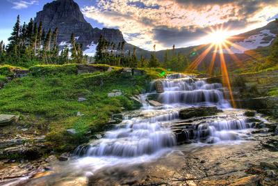 Glacier National Park, Montana - Mt. Reynolds and Sun Rays Art by  Lantern Press
