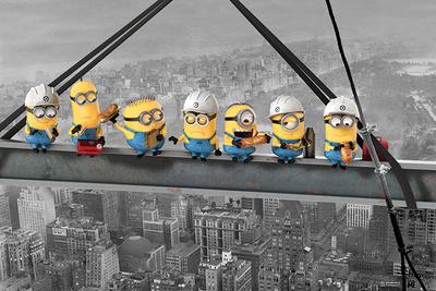 Despicable Me - Minions lunch on a skyscraper Poster
