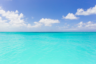 The Turquoise Waters of Grace Bay in the Turks and Caicos Islands Fotografisk tryk af Mike Theiss