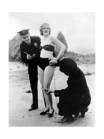 Peggy Graves am Strand, 1933 Photographic Print by Scherl Süddeutsche Zeitung Photo