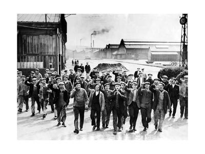 Streikende Arbeiter in St. Denis, 1936 Photographic Print by Scherl Süddeutsche Zeitung Photo