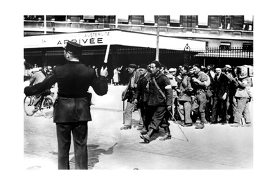Demobilised French Soldiers Arriving at the Gare D'Austerlitz, Paris, 1945 Giclee Print