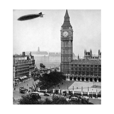 The R101 Passing over the House of Commons, 14th October 1929 Giclee Print