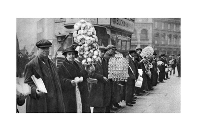 Street Hawkers Selling Football Favours in Walham Green, London, 1926-1927 Giclee Print!