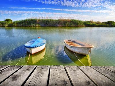 Barcas En El Embarcadeo Del Rio Photographic Print by  kesipun
