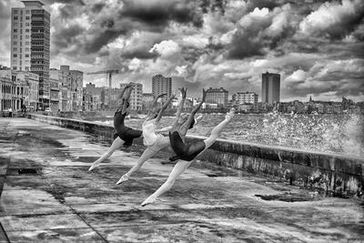 Ballerinas from the National Ballet of Cuba Dance on Havana's Malecon Photographic Print by Kike Calvo