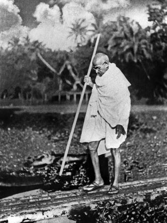 Le Mahatma Mohandas Karamchand Gandhi (1869-1948) During Salt March in 1930 Photo