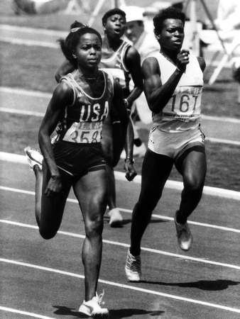 Olympic Games in Los Angeles, 1984 : American Evelyn Ashford Winning the 100M, on R : Heather Oaks Photo