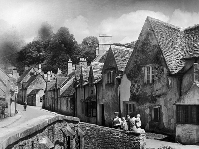 Family resting in the Cotswolds, 1935 Photographic Print by Bernard Alfieri
