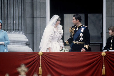 Princess Diana and Prince Charles on the Balcony of Buckingham Palace Fotografisk tryk af  Staff