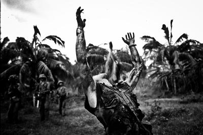 Platoon Arms Raised B&W Movie Poster Print Posters