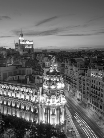 Spain, Madrid, Metropolis Building and Gran Via Fotoprint av Michele Falzone