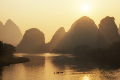 China 10MKm2 Collection - Beautiful Scenery of Yangshuo with Karst Mountains at Sunrise Metal Üzerine Reprodüksiyon