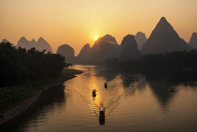 China 10MKm2 Collection - Beautiful Scenery of Yangshuo with Karst Mountains at Sunrise Metal Üzerine Reprodüksiyon