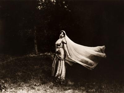 Mata Hari dancing, ca. 1910 Photo