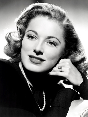 Eleanor Parker, Sporting the Five-Carat Emerald-Cut Diamond Engagement Ring Photo