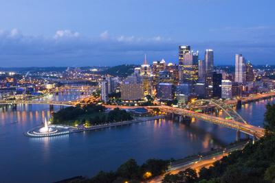 Pittsburgh, Pennsylvania, Skyline from Mt Washington of Downtown City Fotografisk tryk af Bill Bachmann