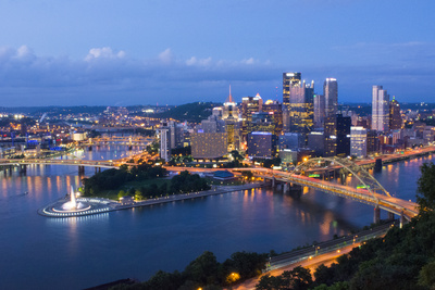 Pittsburgh, Pennsylvania, Skyline from Mt Washington of Downtown City 写真プリント : ビル・バッハマン