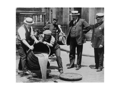 Prohibition Agents Dump Liquor Into Sewer, NYC Photographic Print by  Science Source