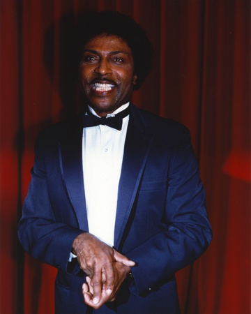 Little Richard Portrait in Tuxedo in Red Curtain Background Foto af  Movie Star News