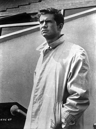Anthony Perkins standing in Long Coat Foto af  Movie Star News