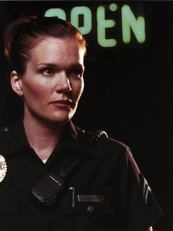 Catherine Dent in Police Uniform Close Up Portrait Foto af  Movie Star News