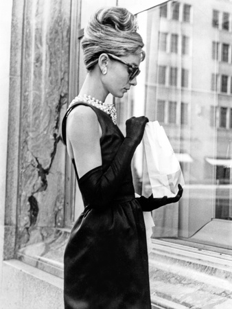 Audrey Hepburn Breakfast at Tiffany's Iconic Shot Foto av  Movie Star News