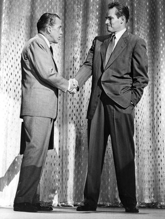 Ed Sullivan Shaking Hands in Classic Foto af  Movie Star News