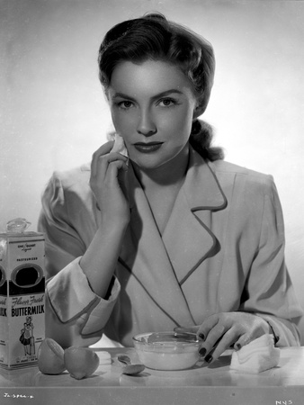 Joan Leslie on a Blazer and Cleaning her Face Photo by  Movie Star News